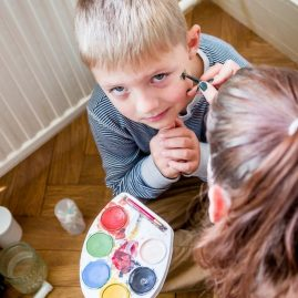 Foto - Kinderschminken bei der Eröffnung des Outfaced Dance Studio